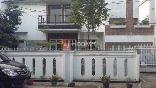 Rumah lux dan bagus komplek pondok bambu jakarta timur