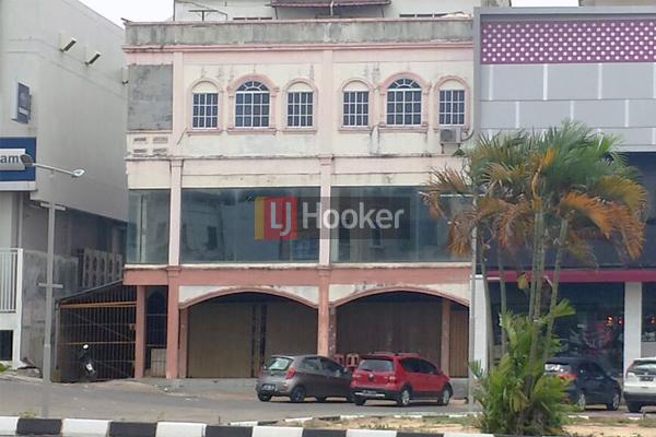 Ruko 3 Lantai Hadap Jalan Utama Simpang BNI Sei Panas.
