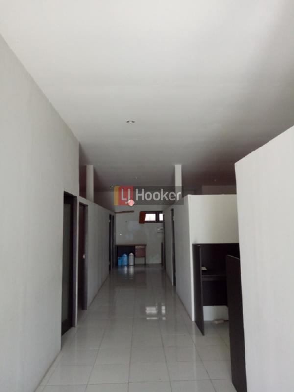 Bangunan Kantor dekat Canggu
