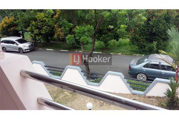 Rumah Hook 2 Lantai Di Taman Dutamas