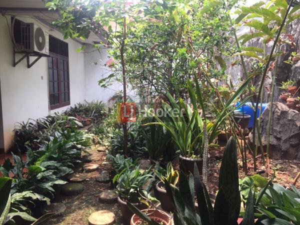 Dijual rumah asri dan luas pondok kelapa jakarta timur