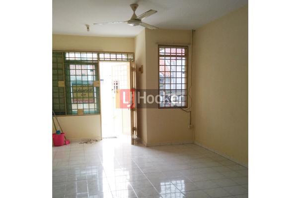 Rumah Di Cluster Cemara Tiang Sukajadi .