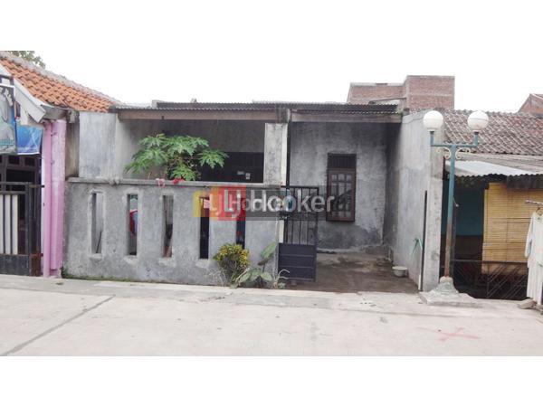 Rumah bangunan lama di Taman Suryo Kusomo Tlogosari Semarang