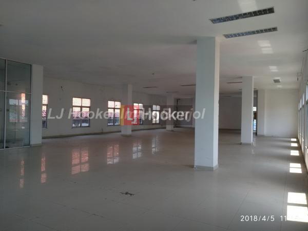 Gedung siap pakai dengan luas tanah 979 m2 Pemuda Semarang.