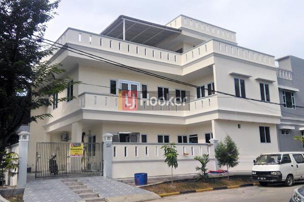 Rumah Furnished 3 Lantai Di Orchid Park