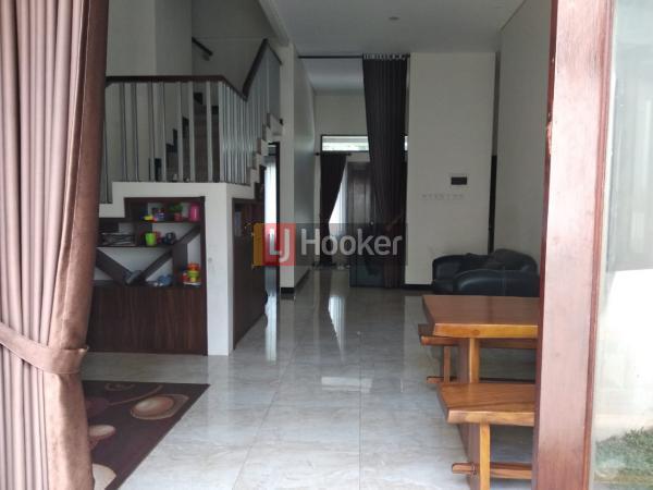 Rumah besar minimalis siap huni di Citra Gran CIbubur