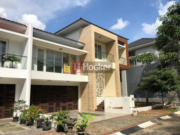 Dijual Rumah Mewah 3 Lantai di Kebayoran