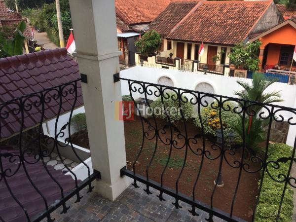 Dijual rumah Besar dan Luas di Sukahati Cibinong