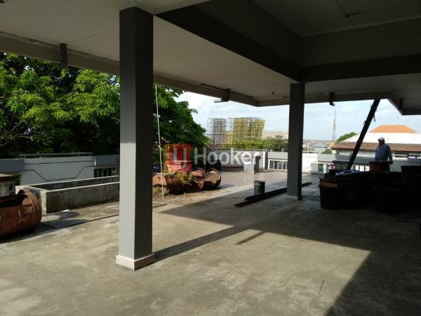 Bangunan Strategis, Lokasi Hook  di Persimpangan Jl. Gn. Agung - Buluh Indah