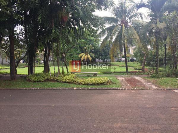 Rumah bertingkat depan taman dalam cluster di Citra Gran Cibubur