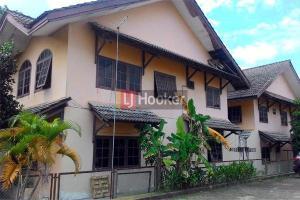 Rumah Besar 2 Lantai Di Palm Spring