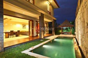 Villa Siap Huni Lingkungan Nyaman di Seminyak