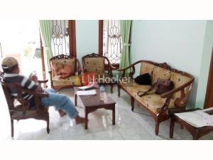 Rumah di Graha Estetika Semarang