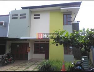 Disewakan rumah jatiwaringin residence jakarta timur