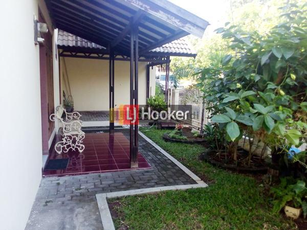 Rumah Lama di Villa Aster Semarang