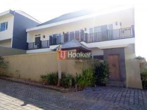 Villa desain modern 2 lantai, 3 KT di Perum Bali Arum, harga menarik.