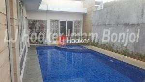 Rumah Mewah Dengan Swimming Pool Grha Candi Golf Semarang