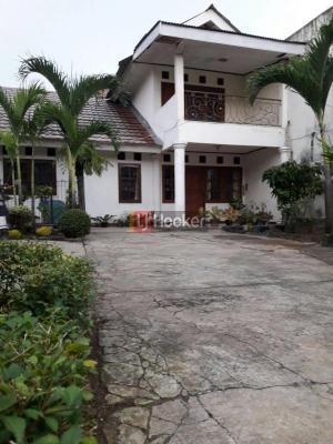 Dijual Rumah Asri dan Luas Komplek BDn Pondok Gede