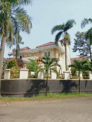 Rumah mewah di Raffles Hills