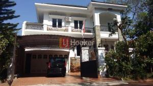 Rumah Cantik di Cluster Eksklusif Kota Wisata Cibubur