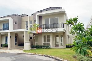 Rumah Baru Hook 2 Lantai 4 BR Di Orchard Park.