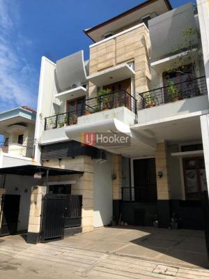 Rumah Di Jalan Villa Danau Indah, Area Jakarta Utara