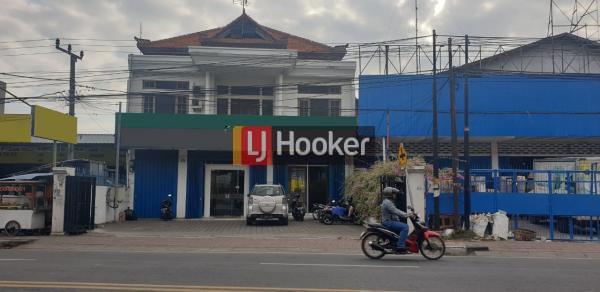 Showroom di Jl. Buluh Indah, Pemecutan