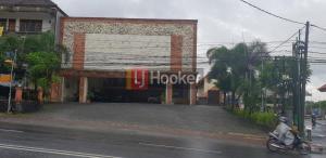 Showroom & Rumah Kost di Jl. Gatot Subroto