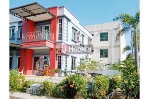Rumah Hook 2 Lantai Di Perumahan Center View