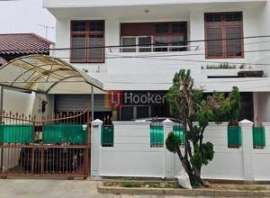 Rumah SEMI FURNISHED Di Jalan Kelapa Cengkir Timur, Area Kelapa Gading