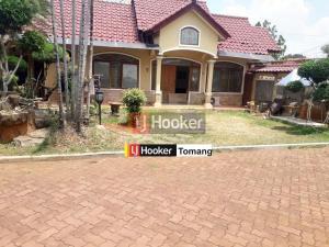 RUMAH Besar dan bagus lingkungan nyaman di Duren Sawit, Jakarta Timur